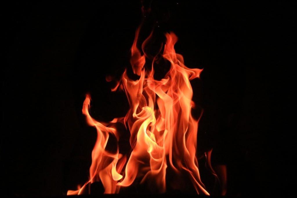 Heizung: brennendes Feuer